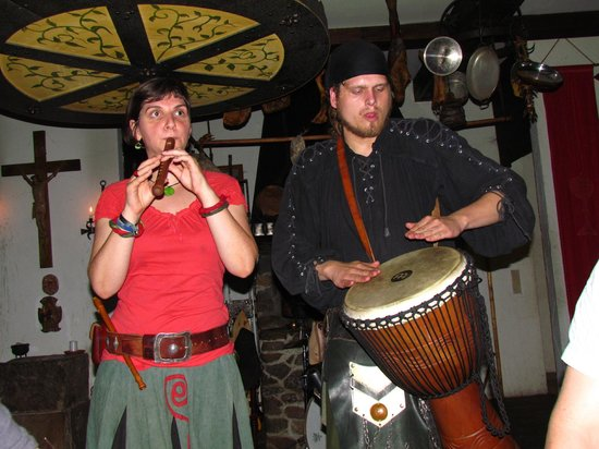 Anno Domini: Musikalische Umrahmung
