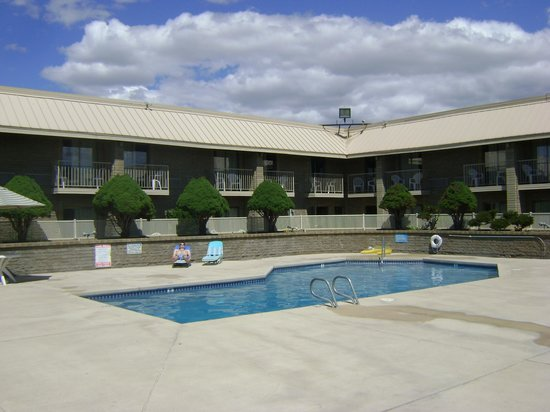 BEST WESTERN PLUS Ahtanum Inn: Pool