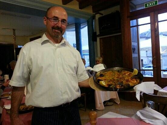 La Placeta Restaurante: Eduardo serving our amazing Paella. Cooked to perfection by chef Mario. The perfect evening, tha