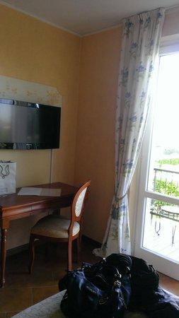 Hotel Clodia : TV & desk
