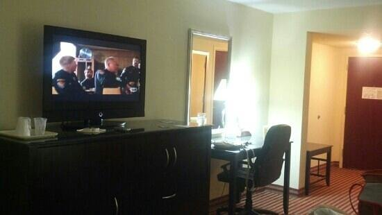 Comfort Suites Palm Bay: TV and desk