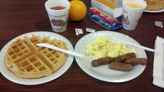 Comfort Suites Palm Bay: breakfast!