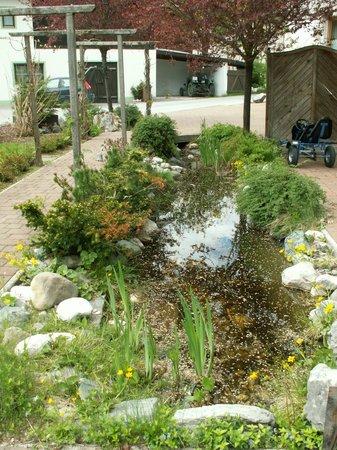Hotel Pension Bergfrieden: Gartenanlage