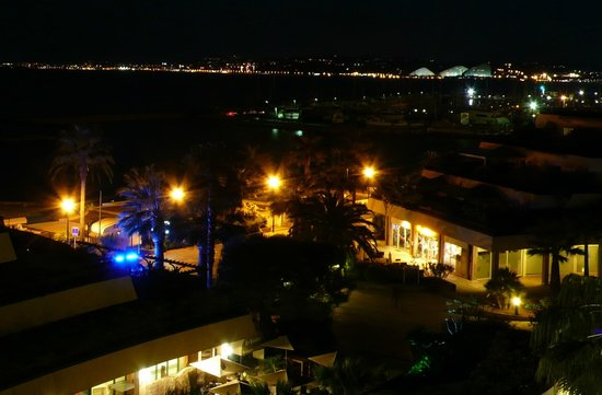Holiday Inn Nice - Saint Laurent Du Var : Night view from room