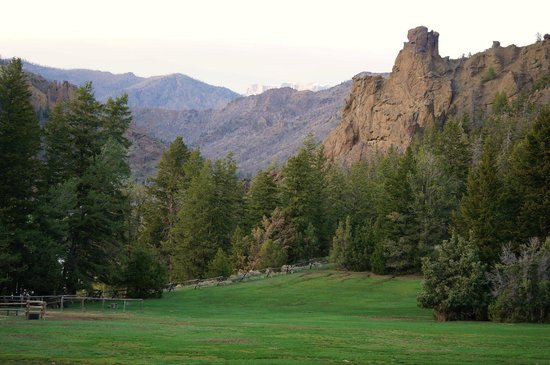 The Historic UXU Ranch: front lawn at sunset