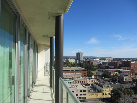 La Loft Apartments North Terrace: balcony
