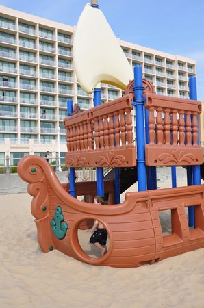 Hampton Inn Virginia Beach-Oceanfront South: pirate ship playground