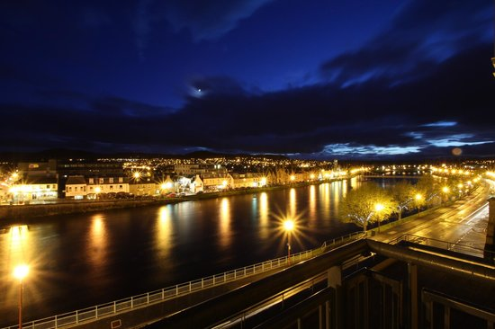 Highland Apartments by Mansley: Nightime view of Inverness