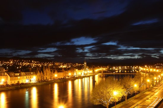 Highland Apartments: Nightime view of Inverness