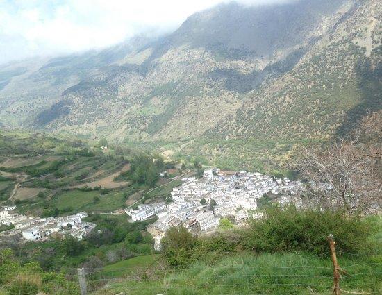 Montañas de La Alpujarra: Riding into town.