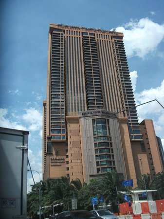Amigos KL Guest House : Thi Is the Times Square Building in front of the hotel a land mark in the city of KL