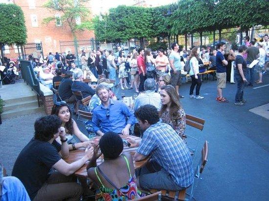 Bill's Beer Garden: Friendly vibe