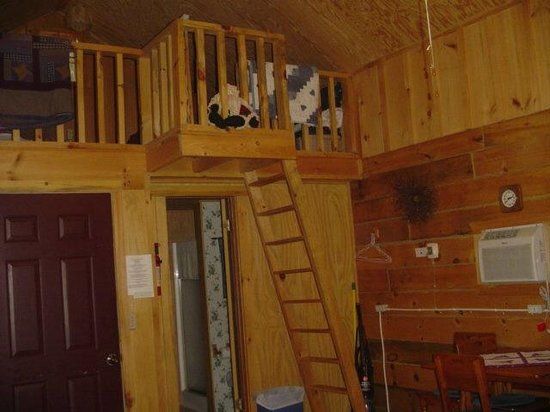 Grapevine Log Cabins: Loft Stairs In Bear Lodge