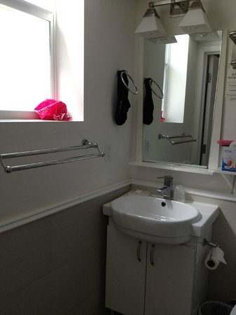 Hotel Villa Italia : Banheiro bem básico