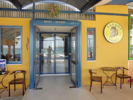 Danaos Hotel: L'entrata dell'hotel
