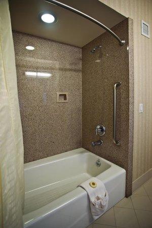 Bay Landing Hotel: Shower