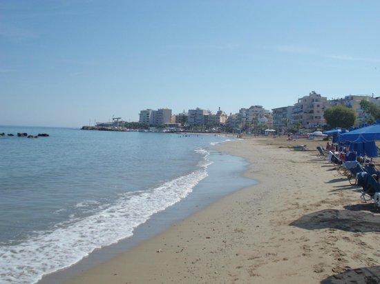 Danaos Hotel: La spiaggia davanti all'hotel