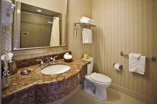 Bay Landing Hotel: Bathroom