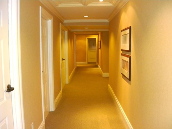 Harbour House Hotel: hallway