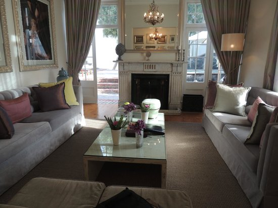 Cape Cadogan: Livingroom