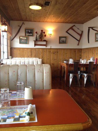 Bryce Canyon Pines: Restaurant needs a face lift but clean