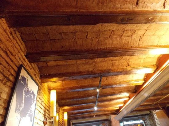 Raco deBonsucces: Original tiles ans beams in the ceiling