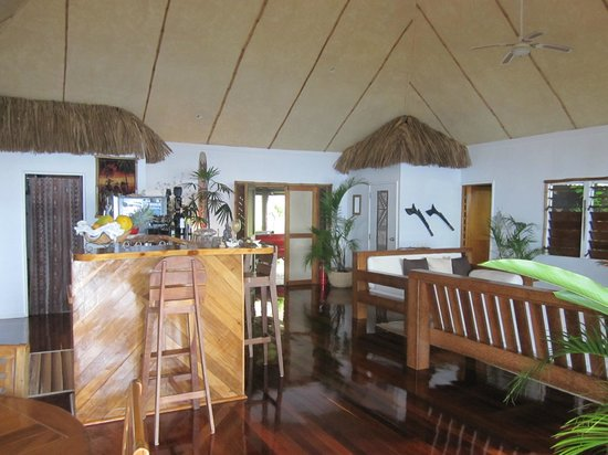 Naveria Heights Lodge: The entreance to the Lodge, also the common area