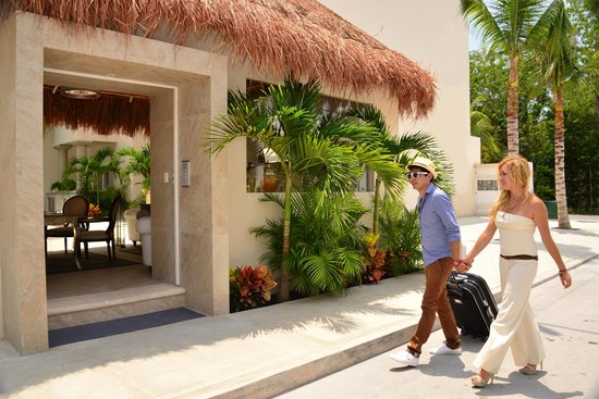 Palms Tulum Luxury Hotel: Hotel Entrance
