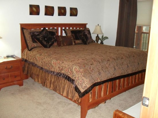 Black Canyon Inn : King bed