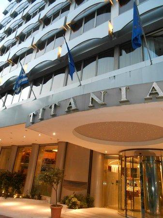 Titania Hotel: Frente