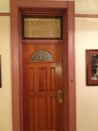 Hotel Colorado: Door to suite