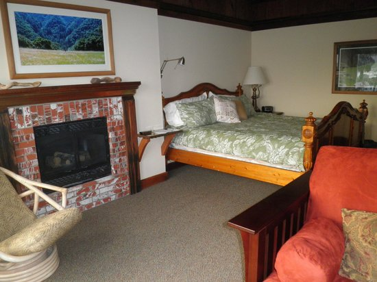 Front Street Inn & Spa: Comfortably furnished room