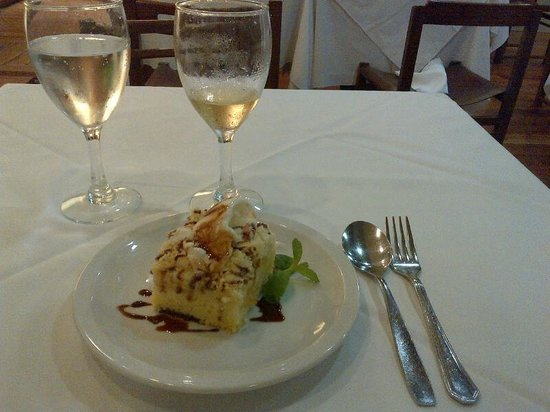Hotel Centro Naval: Desert and white wine