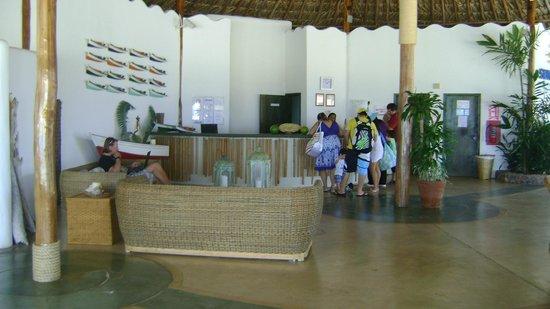 Punta Blanca Hotel: Recepcion