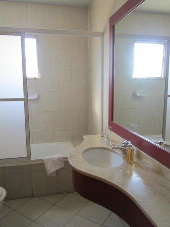 Urbana Suites: Solo una puerta en la ducha