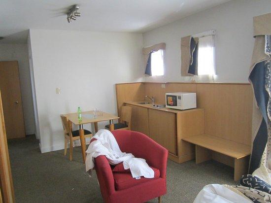Urbana Suites: Otra vista de la habitación