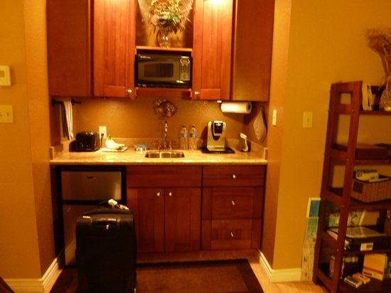 Beach Hut Bed and Breakfast: Mini Kitchen