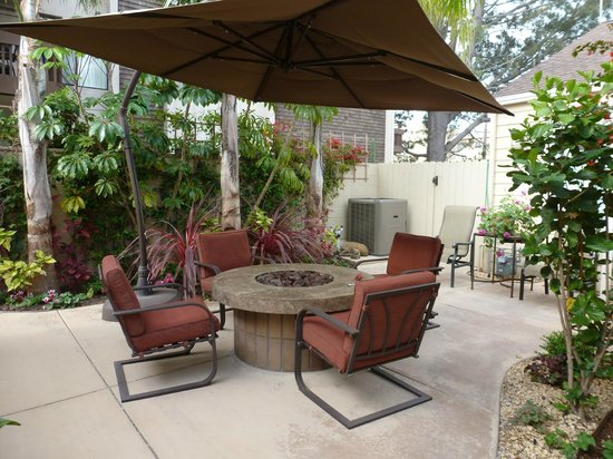 Beach Hut Bed and Breakfast: Firepit