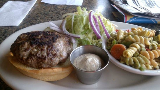PepperMill Cafe: Bifteki burger.....not very tasty!!!