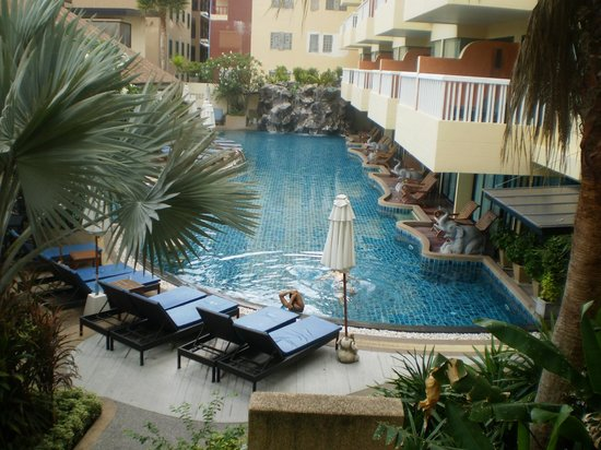 Palmyra Patong Resort: Balcony of 107