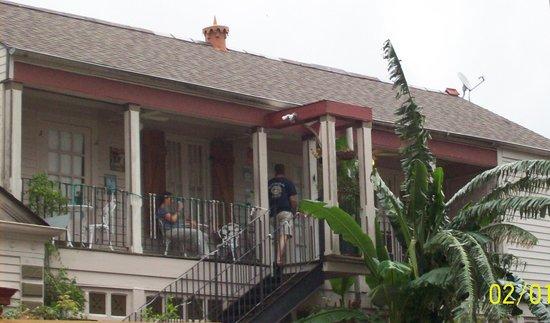 1870 Banana Courtyard French Quarter / New Orleans B&B: balcony wing of B&B