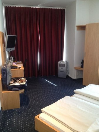 Sorell Hotel Rex: Room 103 - spacious although faces the street