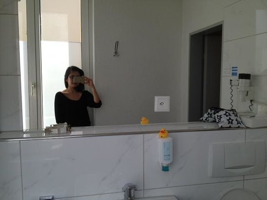 Sorell Hotel Rex: Large bathroom mirror