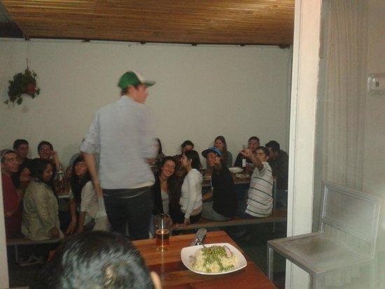 Hostal Providencia: reunião com todo o povo...