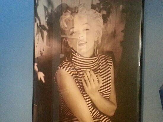 Monty's Blue Plate Diner: You can't have too many pictures of Marilyn!