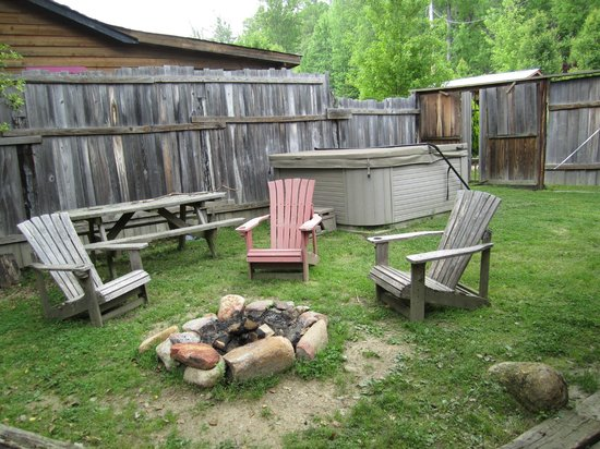 Brown Mountain Beach Resort: 12 Gates hot tub/fire pit/picnic table