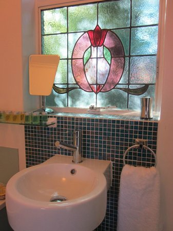 Hobart Gables: Bathroom