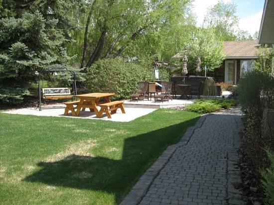 Rocking R Guest Ranch: hot tub garden