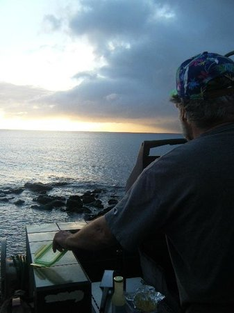 Mahina Surf: Amazing view while BBQ-ing