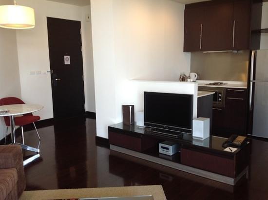 Chatrium Hotel Riverside Bangkok: salon et cuisine chambre 1402